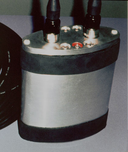 Terfenol-D flextensional acoustic transducer